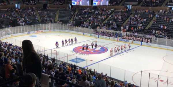 Nassau Veterans Memorial Coliseum, vak: 239, rij: 5, stoel: 10