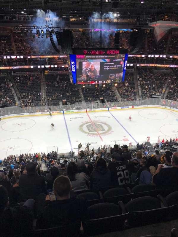 T-Mobile Arena, vak: 204, rij: K, stoel: 7