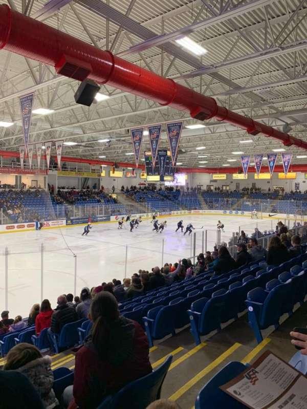USA Hockey Arena, vak: 105, rij: N, stoel: 4