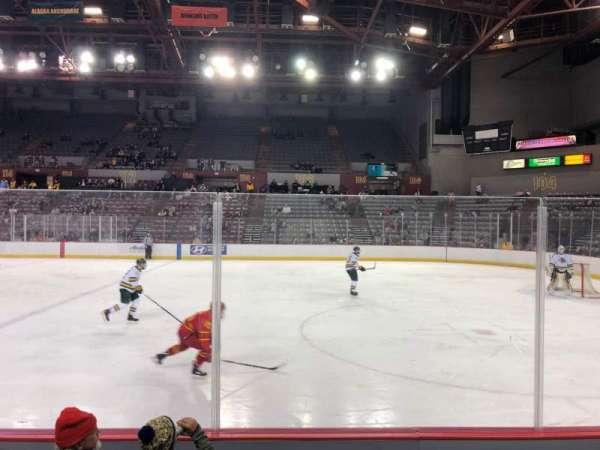 Sullivan Arena, vak: 107, rij: 8, stoel: 10