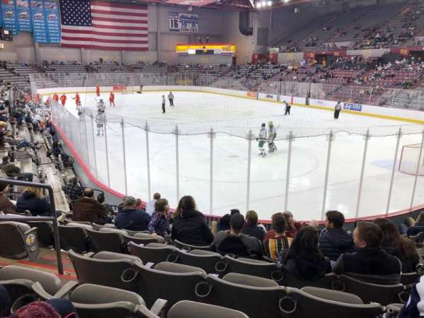 Sullivan Arena, vak: 103, rij: 13, stoel: 9