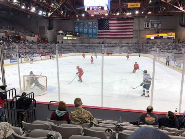 Sullivan Arena, vak: 102, rij: 10, stoel: 10