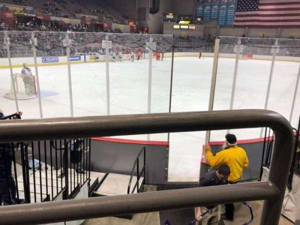 Sullivan Arena, vak: 104, rij: 10, stoel: 15