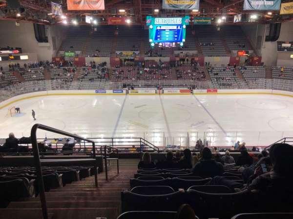 Sullivan Arena, vak: 212, rij: 11, stoel: 13