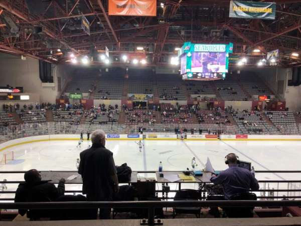 Sullivan Arena, vak: 210, rij: 5, stoel: 7
