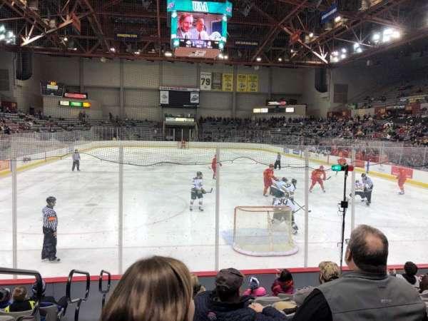 Sullivan Arena, vak: 123, rij: 11, stoel: 13