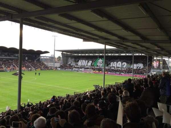 Stade Raymond Kopa, vak: St Leonard Laterale, rij: V, stoel: 169
