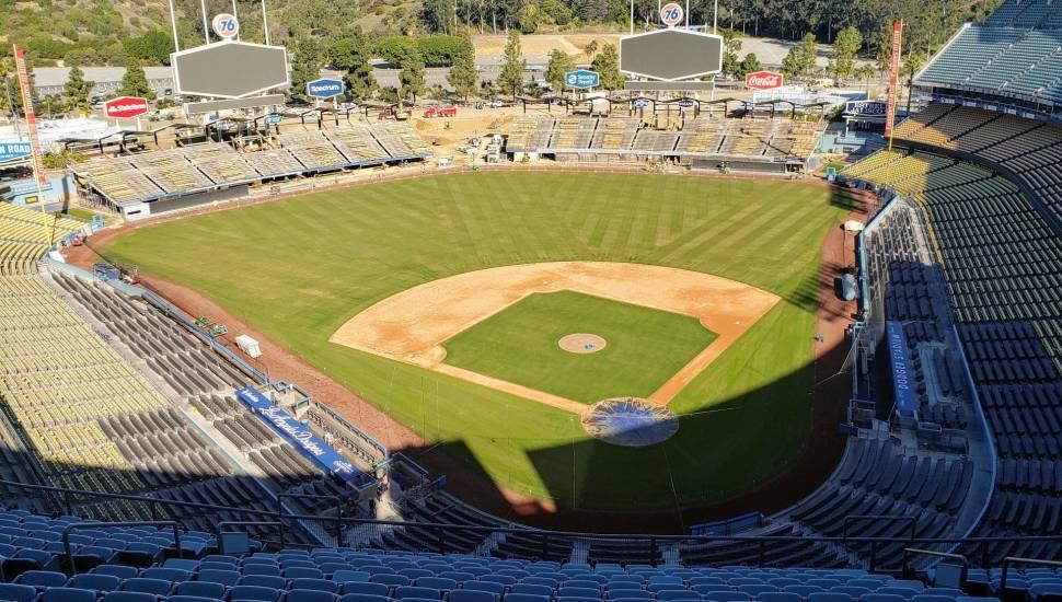 Dodger Stadium,  Vak <strong>Center Middle Balcony</strong>, Rij <strong>L</strong>, Stoel <strong>310</strong>