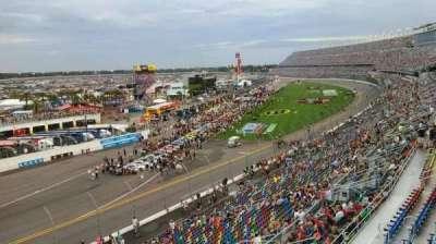Daytona International Speedway, vak: 423, rij: 24, stoel: 4a