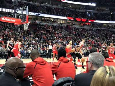 United Center, vak: 102, rij: B, stoel: 14