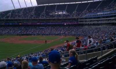 Kauffman Stadium, vak: 209, rij: KK, stoel: 13