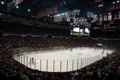 Joe Louis Arena, vak: 226 c standing room, rij: 1, stoel: 1