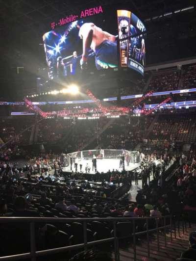 T-Mobile Arena, vak: 17, rij: N, stoel: 2