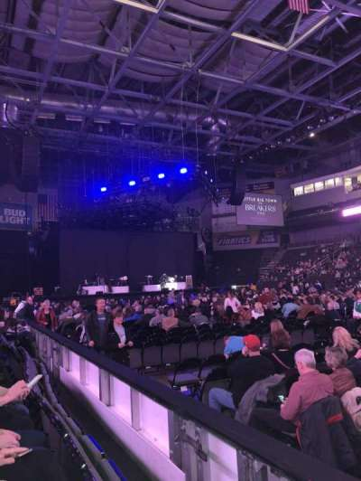Huntington Center, vak: 106, rij: B, stoel: 2