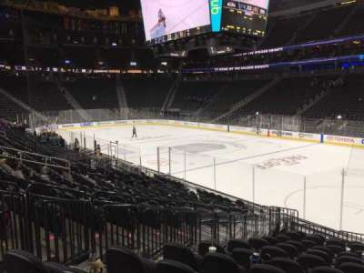 T-Mobile Arena, vak: 8, rij: M, stoel: 3-6