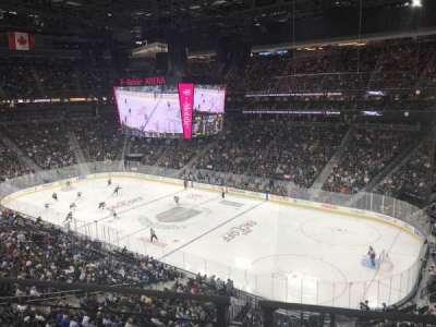 T-Mobile Arena, vak: 227, rij: 1, stoel: 3-4