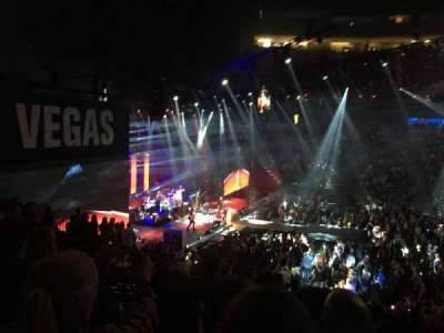 T-Mobile Arena, vak: 4, rij: U, stoel: 9