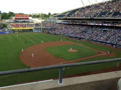 Kauffman Stadium, vak: 408, rij: B, stoel: 5