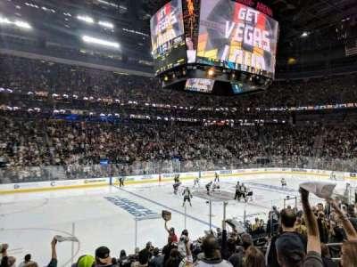 T-Mobile Arena, vak: 4, rij: J, stoel: 4