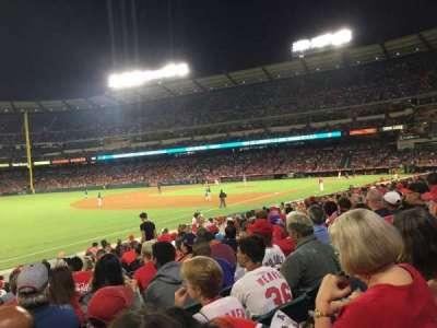 Angel Stadium, vak: F107, rij: R, stoel: 8