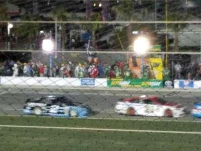 Daytona International Speedway, vak: axalta, rij: 3, stoel: 22