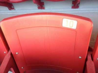 Razorback Stadium, vak: 121, rij: 22, stoel: 10