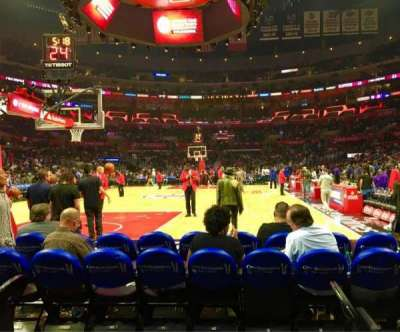Staples Center, vak: 106 Baseline, rij: D, stoel: 1