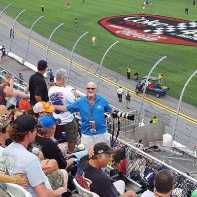Daytona International Speedway, vak: 351, rij: 4, stoel: 10