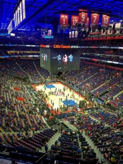 Little Caesars Arena, vak: 221, rij: 1, stoel: 16