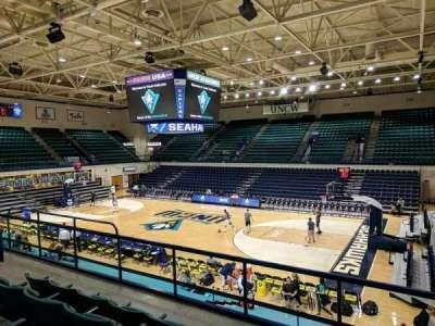 Trask Coliseum, vak: 202, rij: D, stoel: 5