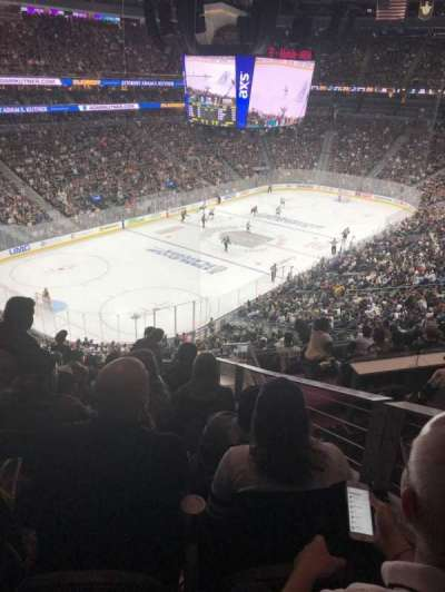 T-Mobile Arena, vak: 105, rij: L, stoel: 8