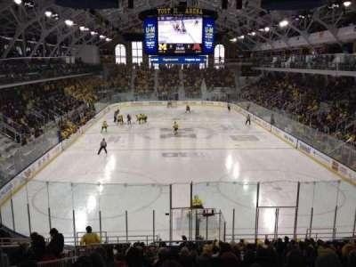 Yost Ice Arena, vak: 26, rij: 17, stoel: 15
