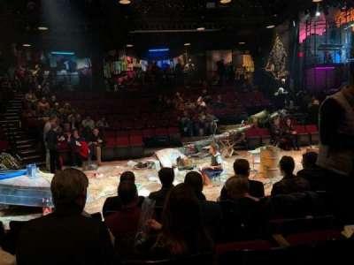 Circle in the Square Theatre, rij: D, stoel: 220