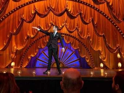 Radio City Music Hall, vak: Orch Pit, rij: BBB, stoel: 13, 14