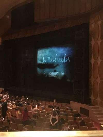 Fisher Theatre, vak: MZRT, rij: AA, stoel: 64
