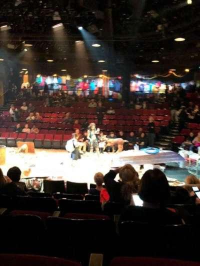 Circle in the Square Theatre, vak: Orch, rij: E, stoel: 215
