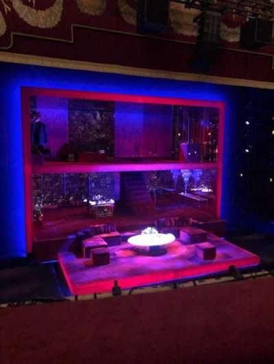 Booth Theatre, vak: Mezz, rij: A, stoel: 1
