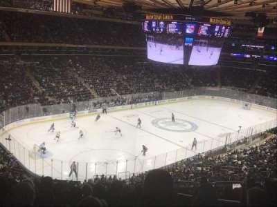 Madison Square Garden, vak: 220, rij: 9, stoel: 23