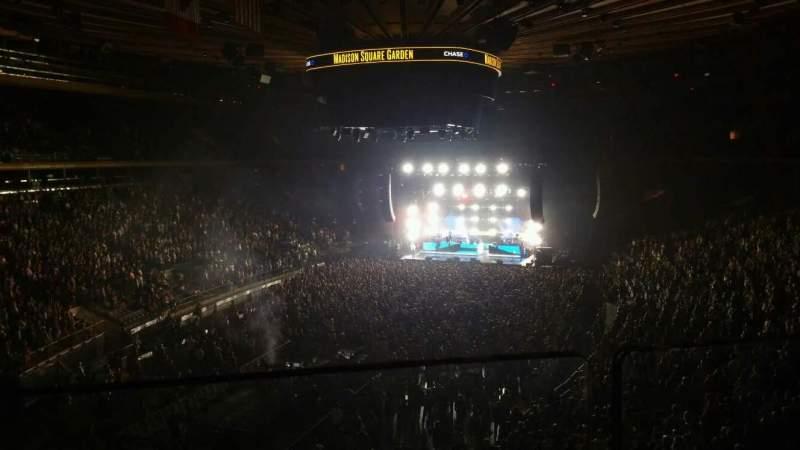 Madison Square Garden, vak: 206, rij: 1, stoel: 3