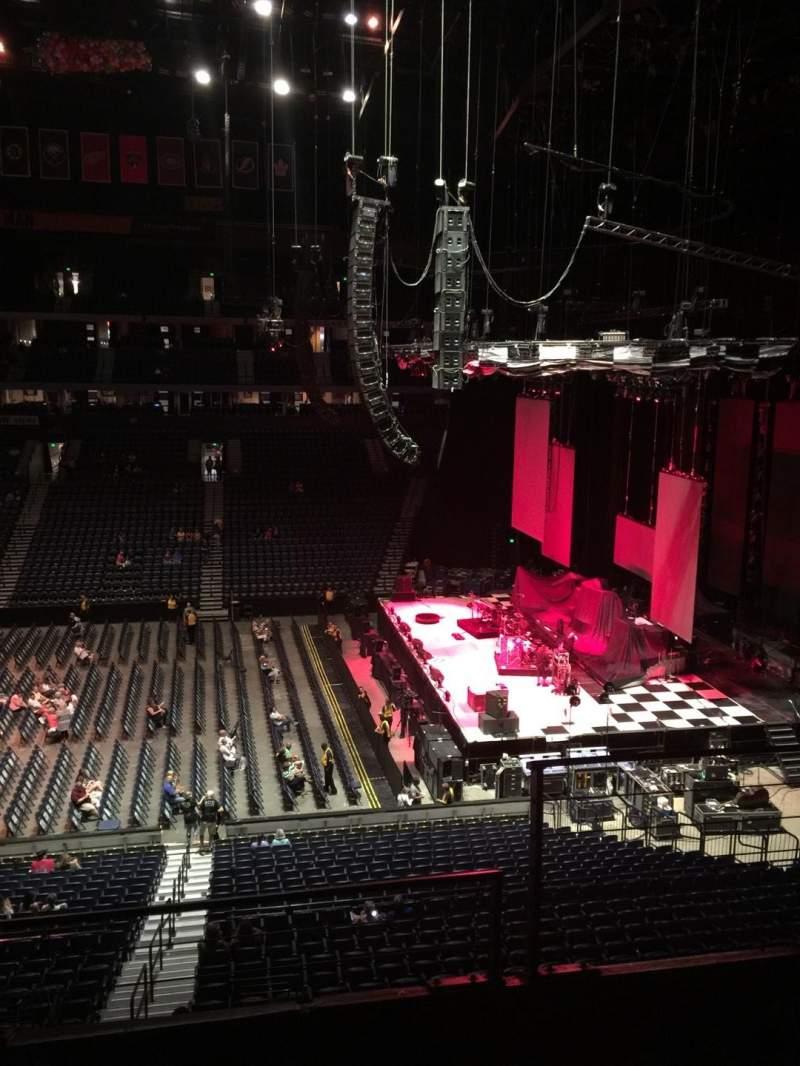 Bridgestone Arena, vak: 210, rij: F, stoel: 2