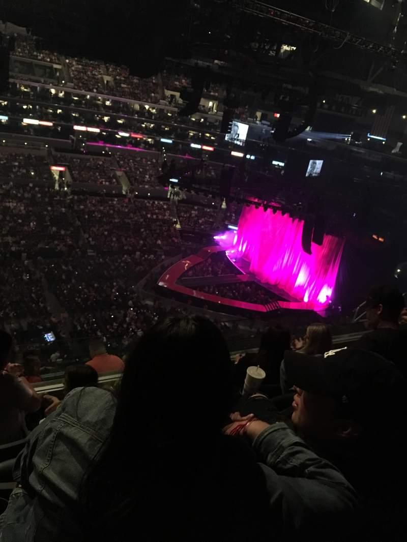 Staples Center, vak: 302, rij: 9, stoel: 20