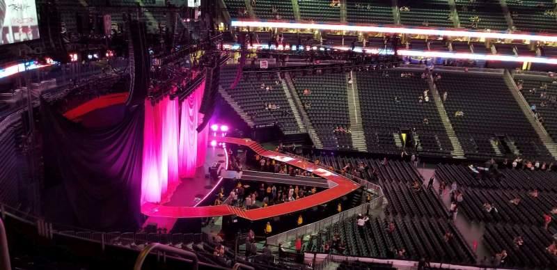 T-Mobile Arena, vak: 203, rij: g, stoel: 2