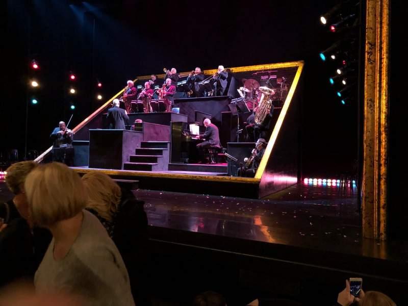 Ambassador Theatre, vak: Orch, rij: C, stoel: 6
