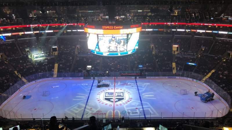Staples Center, vak: 318, rij: 9, stoel: 15