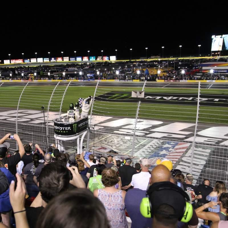 Charlotte Motor Speedway, vak: GM General Motors E, rij: 16, stoel: 25