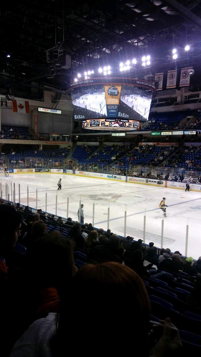 Mohegan Sun Arena at Casey Plaza, vak: 114, rij: P, stoel: 20