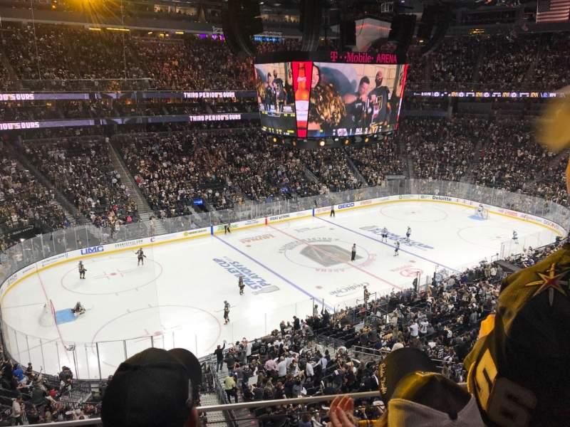 T-Mobile Arena, vak: 202, rij: B, stoel: 3