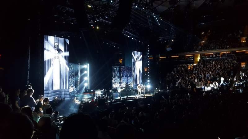 Madison Square Garden, vak: 117, rij: 8, stoel: 11
