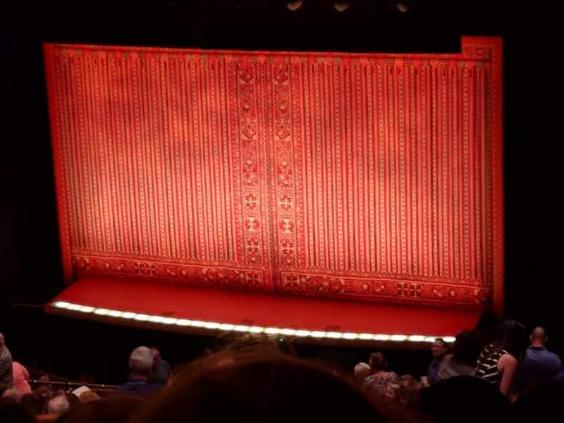 Shea's Performing Arts Center, vak: BALC2, rij: V, stoel: 30