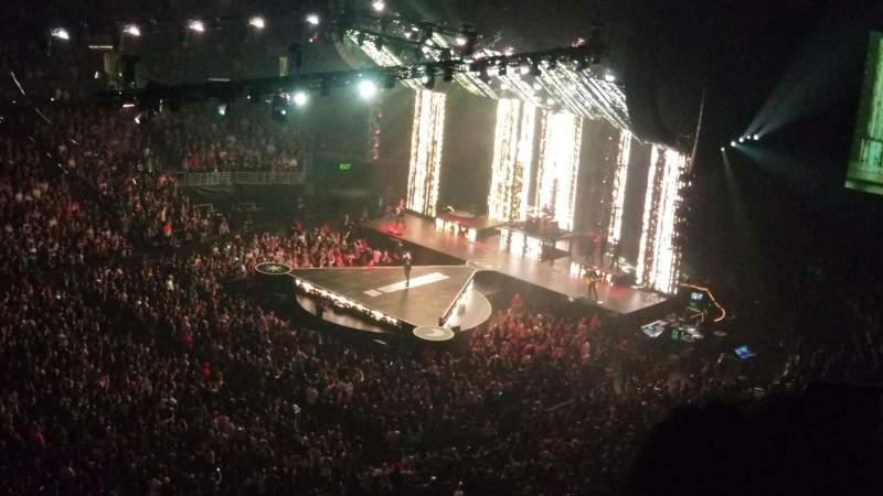 Staples Center, vak: 303, rij: 4, stoel: 11